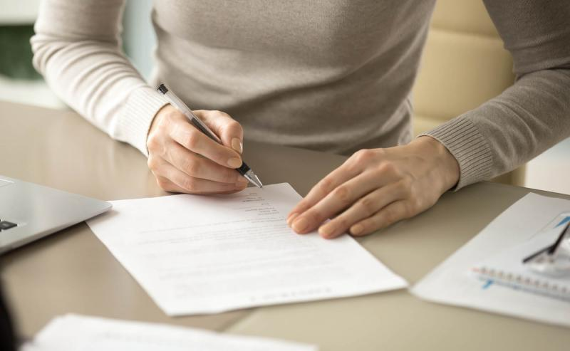 event planner signing contract for future event